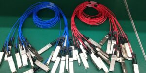 Extreme Networks Compatible 100G QSFP28 to 4x25G SFP28 Breakout Active Optical Cable